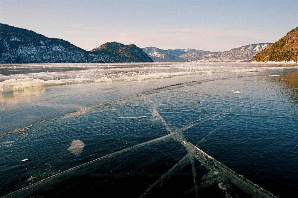Замерзает ли Телецкое озеро?